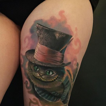 Maui Meherzi - Opus Magnum Tattoo Studio Wien - Cheshire Cat Alice in Wonderland Tattoo