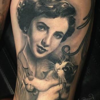 Maui Meherzi - Opus Magnum Tattoo Studio Wien - Liz Taylor Tattoo