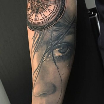 Maui Meherzi - Opus Magnum Tattoo Studio Wien -  Portrait Tattoo Clock