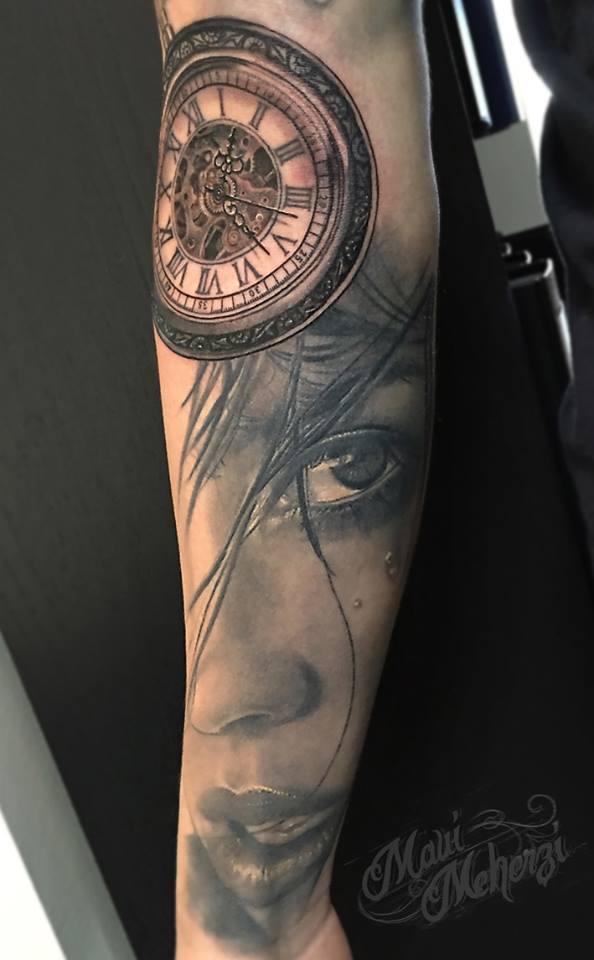 Maui Meherzi - Opus Magnum Tattoo Studio Wien -  Portrait Tattoo Clock