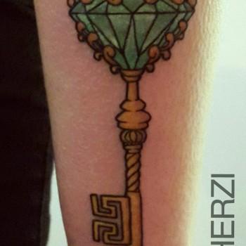 Opus Magnum Tattoo Wien Schlüssel Key Diamond Diamant Gold  lines fani sofian meherzi filigran filigree lining black cheyenne tatouage τατουά ζ タトゥー 黥