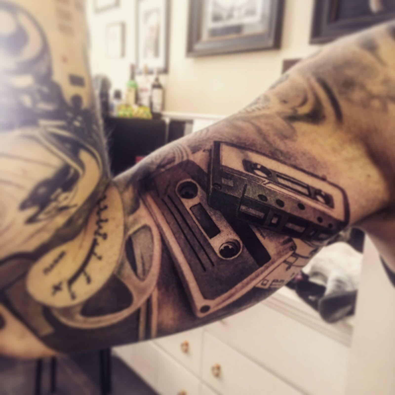 Maui Meherzi - Opus Magnum Tattoo Studio Wien - Tape Kassette Tattoo