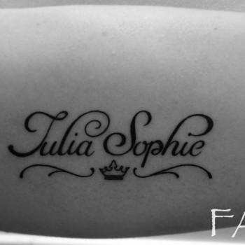 Opus Magnum Tattoo Wien Kleines Tattoo Schrift Arten Krone Julia Sophie lines fani sofian meherzi filigran filigree lining black cheyenne tatouage τατουά ζ タトゥー 黥