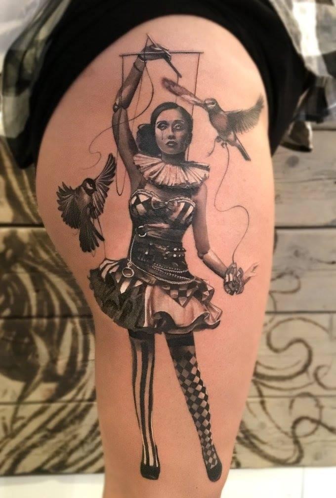 Maui Meherzi - Maui Meherzi - Opus Magnum Tattoo Studio Wien - Pirate Sleeve Portrait Tattoo