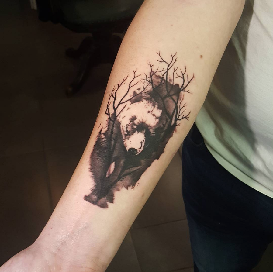 bear bär tattoo tattoos ink inked inkedheand heand hand unterarm äste tree treelibs symple funny fun art new fani meherzi opus magnum wien tattoostudio