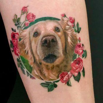 Maui Meherzi - Opus Magnum Tattoo Studio Wien - Fotorealistischer Hund in Farbe
