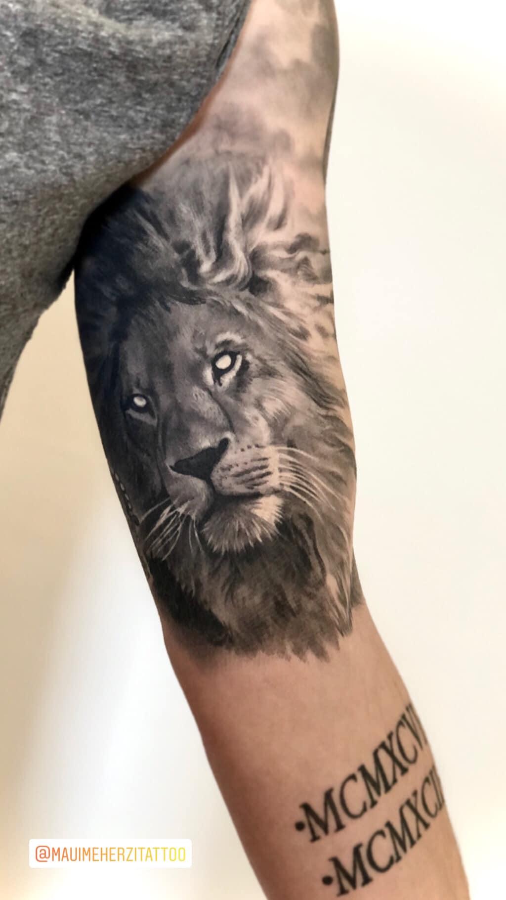 Maui Meherzi - Opus Magnum Tattoo Studio Wien - Fotorealistischer Löwenkopf