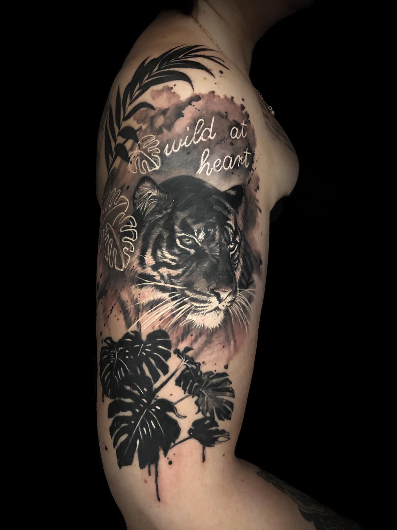 Maui Meherzi - Opus Magnum Tattoo Studio Wien - Fotorealismus - Fotorealistischer Löwe