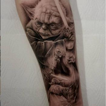 Opus Magnum Tattoo Wien fani sofian meherzi Yoda black and grey realism