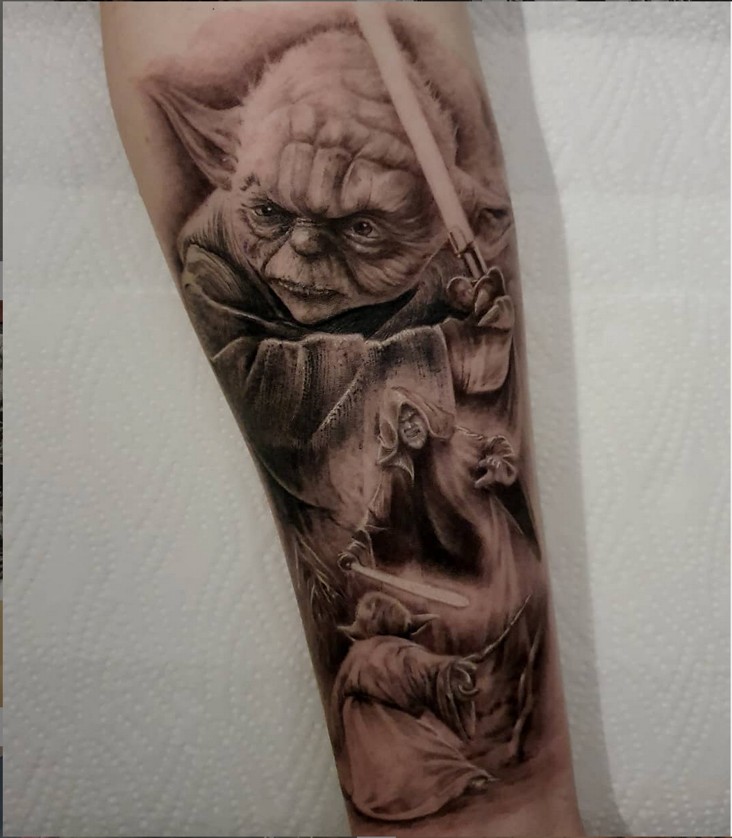 Opus Magnum Tattoo Wien fani sofian meherzi Yoda black and grey realism