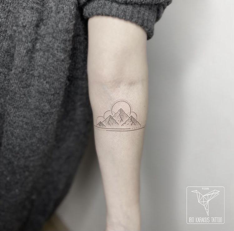 mountain tattoo berge fineline