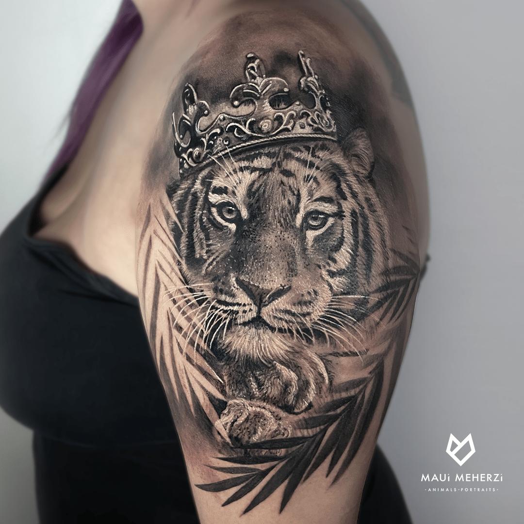 Maui Meherzi - Opus Magnum Tattoo Studio Wien Black and Grey Realism Tiger Tattoo
